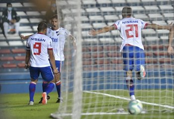 Bergessio celebra su segundo gol