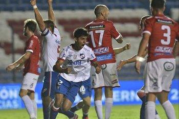 El festejo de gol de Mathías Laborda en el partido de ida