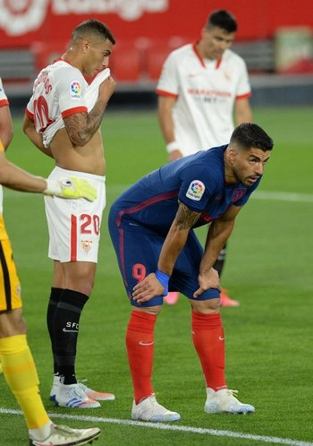 Suárez lamentó la caída de Atlético ante Sevilla