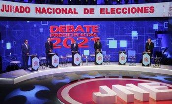 Vista general con algunos candidatos presidenciales de Perú durante un debate