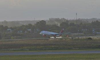 Avión en el Aeropuerto de Carrasco