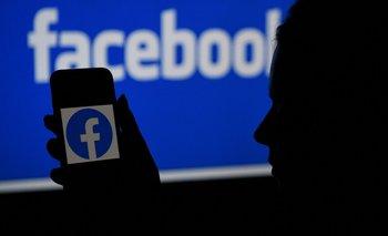 Facebook y Apple luchan por los usuarios.