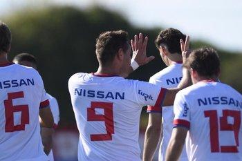 Bergessio celebra otro gol