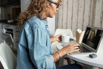 El muy bajo porcentaje de personas que trabajan en home office, una modalidad que evita desplazamientos y contactos innecesarios