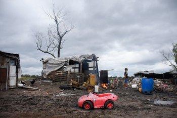 Casi mil personas en suspenso ante obras detenidas en asentamientos, según la IMM