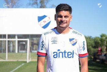 Maxi Cantera con la camiseta de Nacional