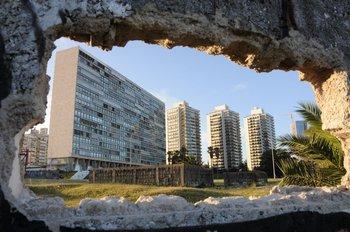 Vista del edificio Panamericano y las Torres Naúticas - 2012. Deslizá para ver la galería.