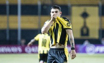 Agustín Álvarez Martínez celebra uno de sus goles ante Cerro Largo