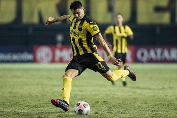 Joaquín Piquerez, subida y pase gol
