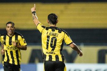 Álvarez Martínez, 12 goles con Peñarol