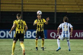 Maxi Pereira levantó en defensa