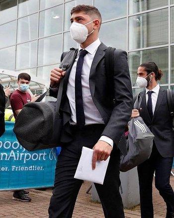Federico Valverde en su llegada a Liverpool