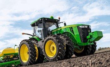 Uno de los modelos de la serie 8R de tractores John Deere.