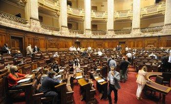 Los legisladores de la oposición señalan por el incumplimiento de las normas sanitarias por parte del empresario