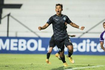 Marcelo Allende festeja el gol de la apertura