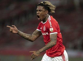 Abel celebra uno de sus goles en Inter