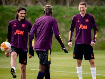 Edinson Cavani en la práctica del United antes del partido de vuelta con Granada