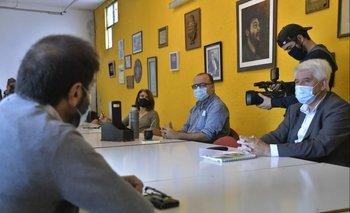 Fernando Pereira junto a Eduardo Brenta, Gabriel Otero y Silvia Nane este jueves en la sede del PIT-CNT