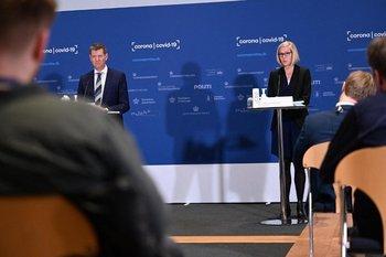 Tanja Erichsen durante la conferencia de prensa en la que se desmayó