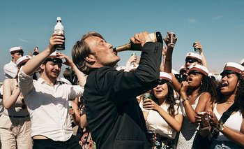 Mads Mikkelsen en Another Round, la película que consagra al director Thomas Vinterberg