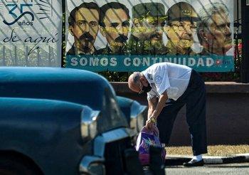 Las calles de Cuba cubiertas de propaganda política
