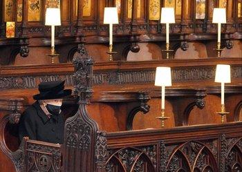 La reina Isabel II durante la ceremonia religiosa