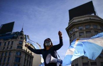 Protestas contra el gobierno argentino por nuevas restricciones sanitarias