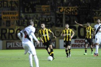 Nicolás Albarracín anotó el primer gol de Peñarol en el Campeón del Siglo