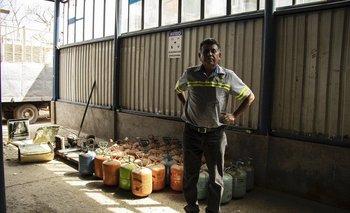 Ángel Toledo busca y recolecta gases en Guatemala que pueden perjudicar la atmósfera.