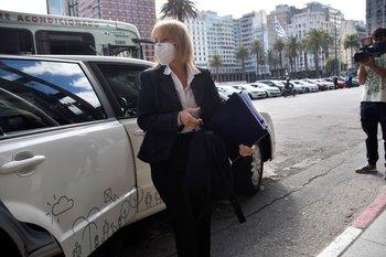 La intendenta de Montevideo tuvo un aumento de opiniones neutras, según la consulta