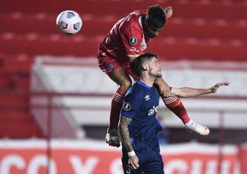 Orihuela superado por arriba, la clave del primer gol