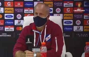 Alejandro Cappuccio en la conferencia de prensa tras la derrota ante Argentinos