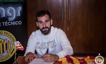 Rodrigo Rojo firma su contrato con Progreso