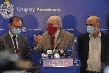 Conferencia de prensa de Guido Manini Ríos, Julio María Sanguinetti y Pablo Mieres.