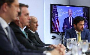 Bolsonaro y su equipo de gobierno escuchan el discurso de Joe Biden durante la Cumbre del Clima