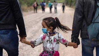 """La administración Biden decidió llamar a los inmigrantes sin papeles """"no ciudadanos"""" en lugar de """"ilegales""""."""