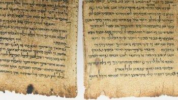 Los Rollos del Mar Muerto son más de 900 manuscritos, la mayoría escritos en hebreo, que sirven de testimonio de los textos bíblicos más antiguos que se conozcan.