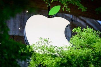 Las ventas de iPhone aumentaron casi 50% interanual en el segundo trimestre