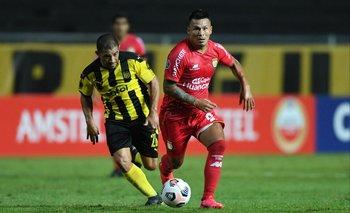 Walter Gargano se apronta para estar el martes en Paraguay