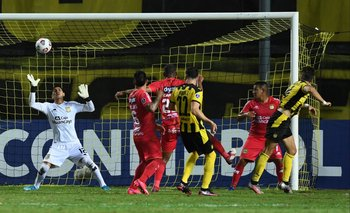 Kagelmacher, gol a Sport Huancayo de cabeza