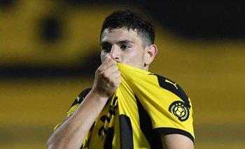El Canario y el beso a la camiseta de Peñarol