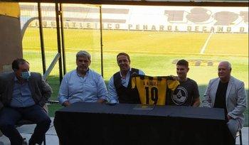 Agustín Álvarez Martínez firmó un contrato por tres años con Peñarol