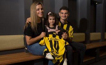 El Canario Álvarez junto a su pareja Thalía y su hija Julia