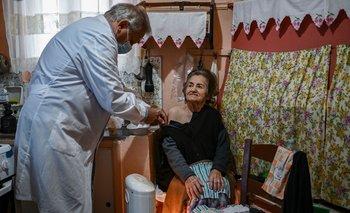 """El ritmo de vacunación en las islas es rápido"""" porque el transporte de vacunas es complicado y la operación debe hacerse en muy poco tiempo"""