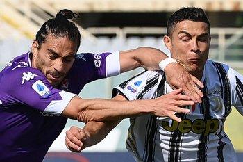 Martín Cáceres y Cristiano Ronaldo