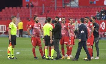 Los jugadores de Granada protestaron tras el primer final