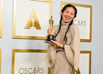 Chloé Zhao se llevó dos de los cuatro premios a los que estaba nominada