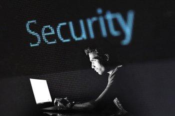 Proponen nuevos artículos para mejorar la seguridad digital de los usuarios uruguayos.