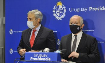 El ministro de Educación, Pablo Da Silveira, junto al presidente del Codicen, Robert Silva