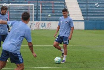 Santiago Cartagena en un entrenamiento de Nacional en el Gran Parque Central,